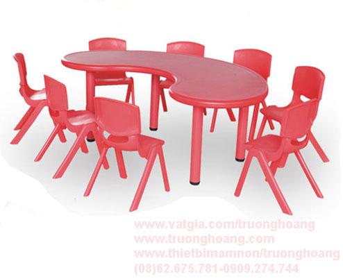 Bàn ghế nhựa cho bé